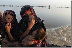 floodvictims_pakistan1-420x0