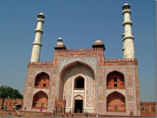 800px-Main_Gate_to_the_Akbar's_Tomb,_Sikandra
