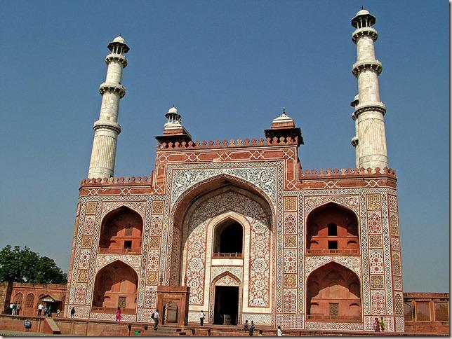 800px-Main_Gate_to_the_Akbar's_Tomb,_Sikandra